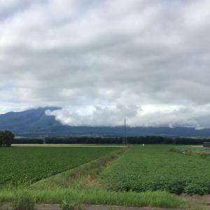 今日の斜里岳 2020年7月15日 厚い雲が空を覆う日が続く。いつものオホーツクの7月