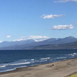 今日の斜里岳 2020年10月16日 斜里岳に初冠雪? 知床連山は初冠雪!