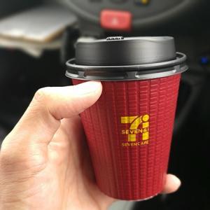 【赤の誘惑】セブンイレブンのグアテマラブレンドコーヒーが美味すぎる。通常のホットコーヒーとの違いを解説。