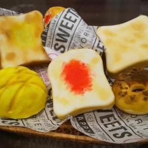 夏休みの工作すべり込み、手作りスクイーズでパン屋さんに挑戦!