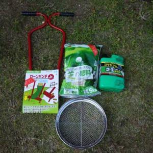 芝庭を再生!選択性除草剤とパンチング、サッチ取り作業1日目