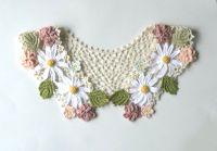 レース編みの付け襟 ガーリーなマーガレットと花と葉のモチーフ