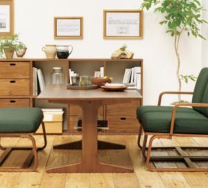 ソファダイニングと通常のダイニングのテーブルと椅子の標準的な高さとは