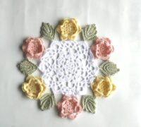 特徴ある花モチーフのドイリー【作品紹介】