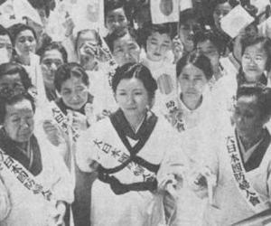 音と白い割烹着と襷の大日本婦人会。