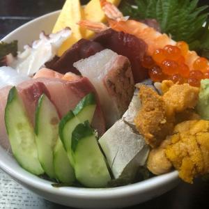 ジャイアンツファン必見!?「寿司居酒屋ひらの」のランチで海鮮丼を食す(長崎市五島町)