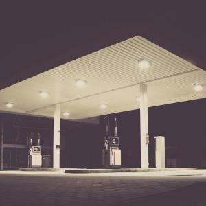 車の給油ランプ点灯【大丈夫です、まだ50キロ走れます】