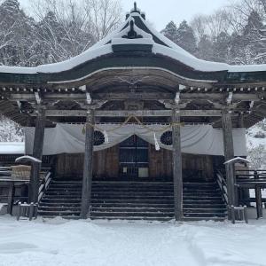 【雪道初心者でも行ける】幻想的な冬の戸隠神社に車で行ってみた