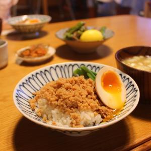 2020年7月28日(火)の晩ごはん「鶏そぼろ丼」と「4歳児から学ぶ日本語」
