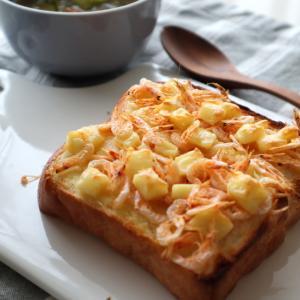 桜えびトーストの朝ごはん