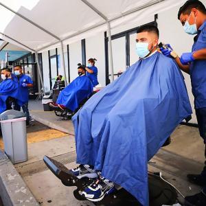 バッサバサの髪の毛を一刻も早く散髪したい! ロサンゼルス・カウンティのHair Salonの屋内営業が再開。