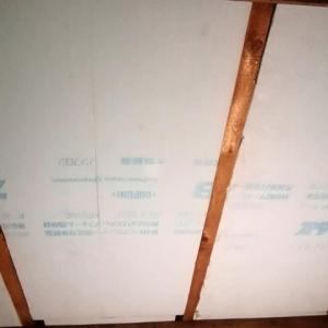 秘密基地建設その39:断熱材の貼り付け再開