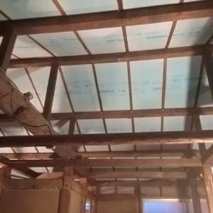秘密基地建設その44:屋根裏の『断熱材』組み込み