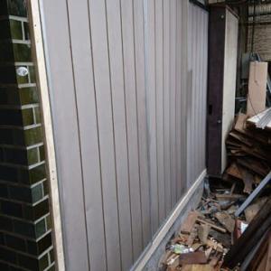 秘密基地建設 その130:窓枠の隙間風対策
