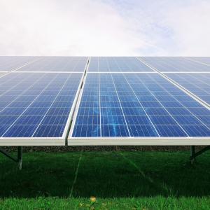 【検証】ソーラーパネルで雨の日は発電できるのか