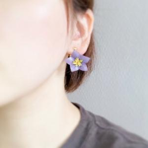 淡い紫がポイント♪桔梗の革花アクセサリー