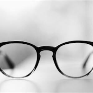 【興奮】眼鏡をかけている男性ってどうしてあんなに素敵なのか。