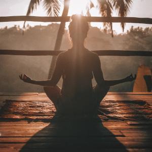 [マインドフルネス瞑想] 不安を和らげ、集中力をアップする方法