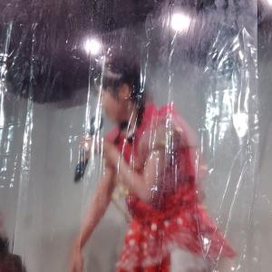 ◆◆◆ アイドルがライブやるためにコロナ対策でステージと客席の間にビニールシートを貼った結果wwwwwwwwwwwwwwwwwww ◆◆◆