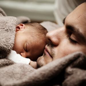 近い将来女性のように夫も産休がとれるようになった場合、メリットばかりではない?