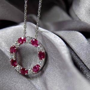 【写真No.2】ダイヤモンドとカラーストーンは撮影角度が命