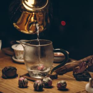 金属製の容器(やかんや水筒)×酸性の飲み物(スポーツドリンクやジュース)=銅食中毒が発生する危険性が!?