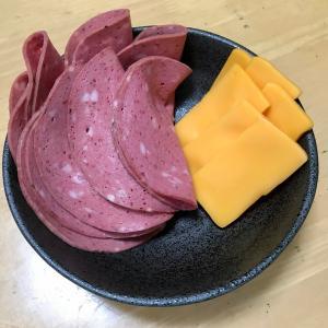 燻製専用タッパ「くん君くまおスペシャル」実戦投入!ボロニアソーセージとチェダーチーズを燻す!