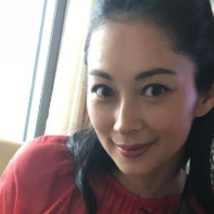 『伊東美咲』2年ぶりの動画出演★愛用バッグの中身を披露
