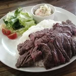 【ポン・デ・アスウカウ】の炭火香るがっつり肉ランチ!