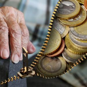 積立投資をおすすめする理由は、誰でも老後2,000万円問題を解決できるから