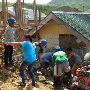【日給750円】学校が再開されないので働きに出る高校生/フィリピン