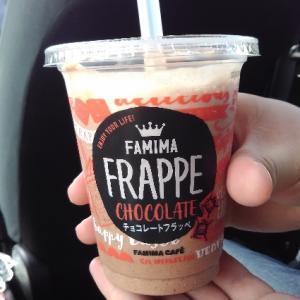 ファミマのチョコレートフラッペは、スタバの『ダークモカチップ・クリームフラペチーノ』に似ているかも?