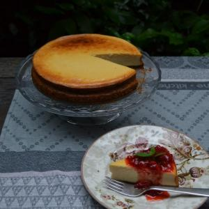 Cheese Cake with Strawberry Source チーズケーキ
