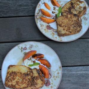 French Toast with Caramelized Peaches フレンチトーストとキャラメルピーチ