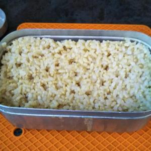 メスティンで玄米を炊いてみたり、田舎まんじゅう蒸して温めたり