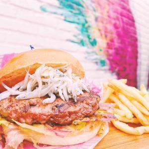 江ノ島店限定!「モケス ハワイ」で江の島しらすを使ったハンバーガーが新登場