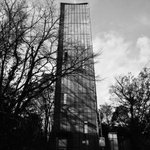違う土地の塔