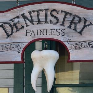 アメリカの歯医者で親知らずを一気に4本抜歯した!驚きの費用は?!