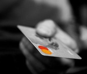 楽天クレジットカードのメリットとデメリットを検証しました
