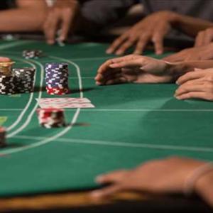 カードの数字は?ゲームの結果は?バカラをより楽しむための「スクイーズ」について解説!