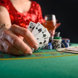 ポーカーのヘッズアップとは?GACKTもハマったゲームの魅力と攻略法をご紹介