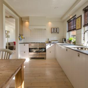 キッチンの床のリフォームはシートが最適!理由と費用を徹底解説!