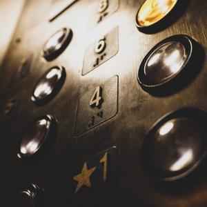 ホームエレベーターで快適生活!リフォーム方法や費用を徹底解説
