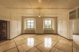床のリフォームはクッションフロアに決まり!費用やDIYを徹底解説