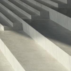(修正依頼)コンクリートの階段をおしゃれにリフォーム!安全性UP工事もご紹介