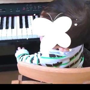 8m17d      /ピアノの鍵盤を鳴らせるように?なりました(動画あり)