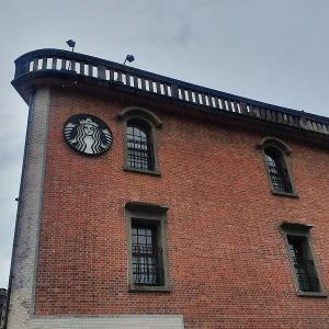 古跡に指定の建物に入っている貴重なスターバックスは龍山寺のすぐそばに♪