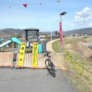 新機初橋付近の堤防補強工事はもう少しで終わりかな