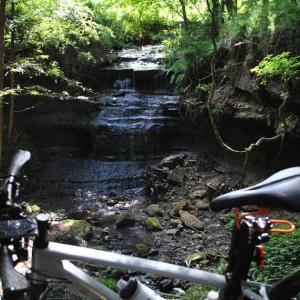 クロスバイクで春友大沢の滝や地徳橋とか行ってみた