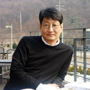 筆者陣紹介:イ・ナムフン( 李南勳)